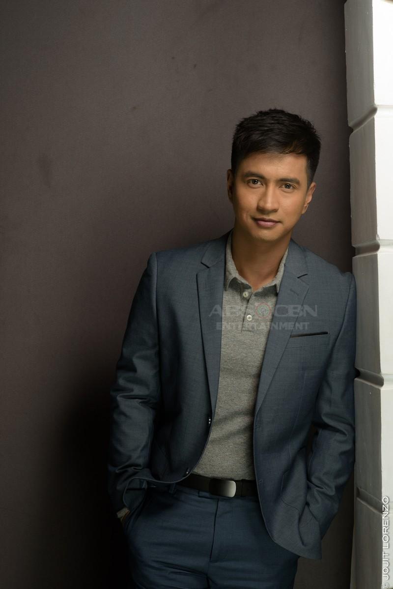 Pictorial Photos: RK Bagatsing bilang si 'Michael' sa Nang Ngumiti Ang Langit