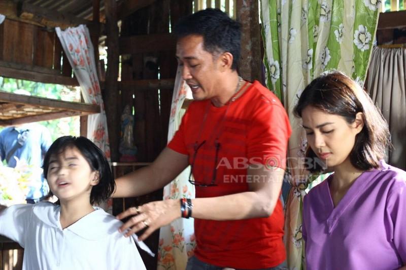 Off-cam photos of Kaye Abad & Sophia on the set of 'Nang Ngumiti Ang Langit'